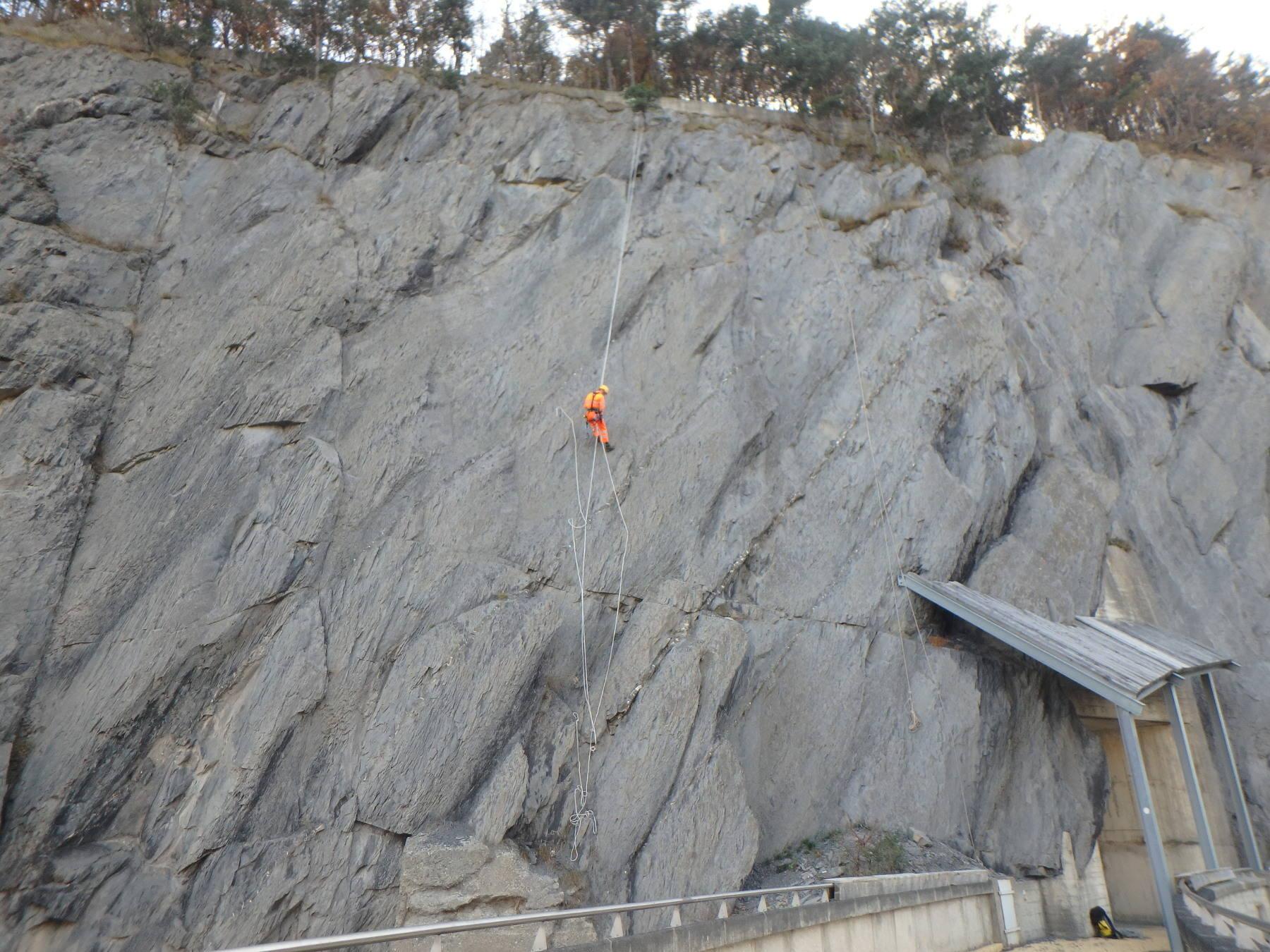 inspection de falaise sur corde